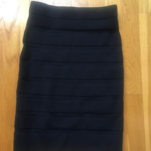 Bodycon skirt with striped stitching